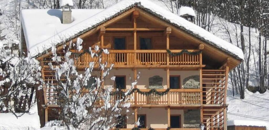 zimmer casa prati: hotel alagna with direct access to slopes