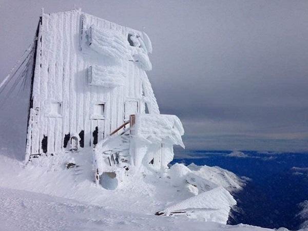 Capanna Margherita con gli sci
